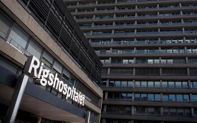 Det är ännu oklart varför Christian Eriksen kollapsade. Därför hålls han kvar på Rigshospitalet i Köpenhamn.
