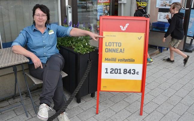 Soile Hiisiö är köpman i R-kiosken där vinnarkupongen spelades.