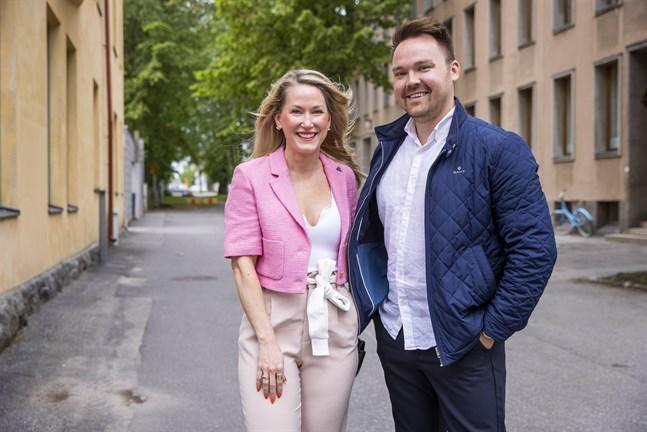 Sari Somppi och Tommi Mäki säger att de kompletterar varandra mycket bra, men att Sari är den som svingar ordförandeklubban i förhållandet.