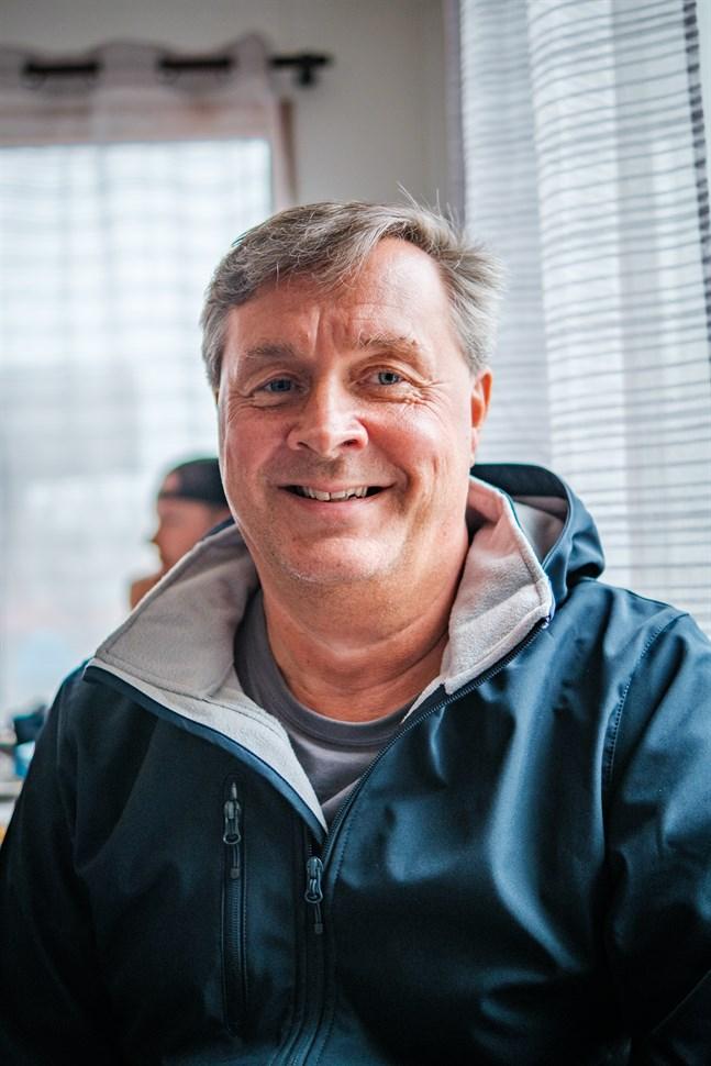 Magnus Levon tycker det är toppen att bröderna Öst öppnat en egen grill i Stråkaviken.