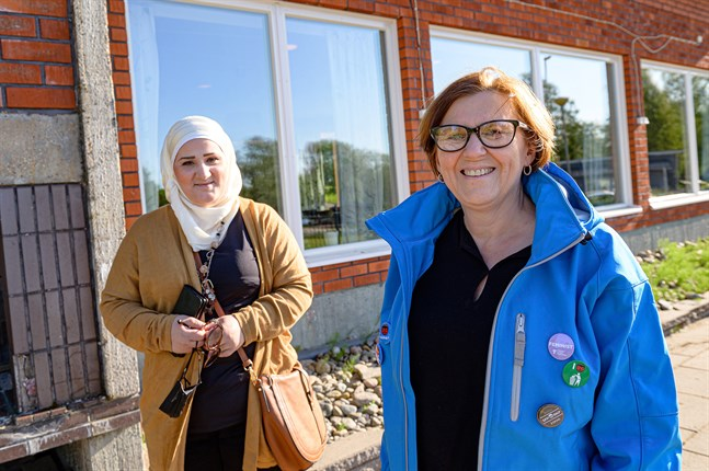 Stadsstyrelsens ordförande Maria Palm höll i klubban under ett extrainsatt styrelsemöte på måndagen. Till vänster i bild Rasha Rahmoun.