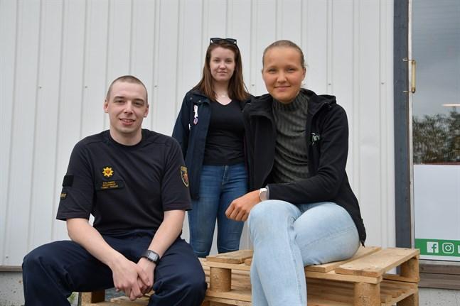 Snart intar nyinvalda Tommy Perjus, Elin Svedman och Linnea Strand fullmäktigesalen i Närpes. De är tre av nio invalda kandidater under 30 i årets kommunalval.