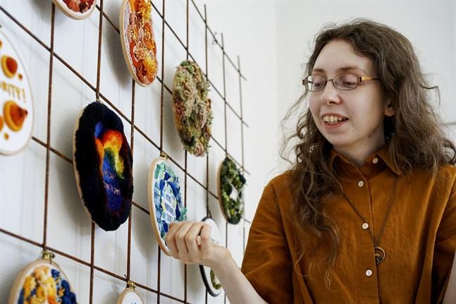 Nadja Sands broderade arbeten blir allt mer tredimensionella.