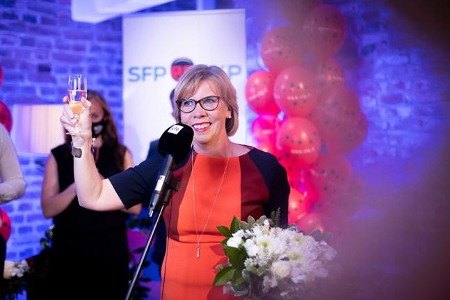 Anna-Maja Henirksson på SFP:s valvaka i Helsingfors i söndags.