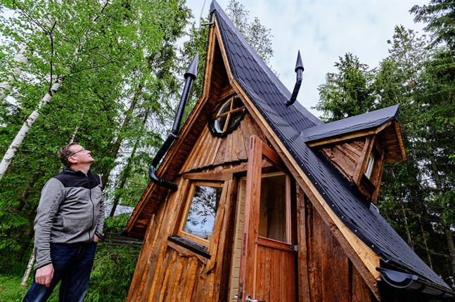 Utebastun som Steve Björklund byggd är redan en sevärdhet i Kronoby.