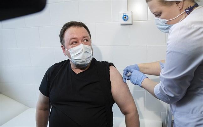Trots att Sputnik V godkändes för användning i Ryssland redan i augusti i fjol är fortfarande bara en mindre del av befolkningen fullvaccinerad.