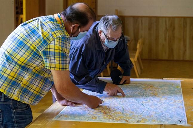 Redan i somras kunde Abo Winds byggnadschef Arto Pyhtinen visa intresserade skogsägare var vindmätningsmasten skulle placeras.