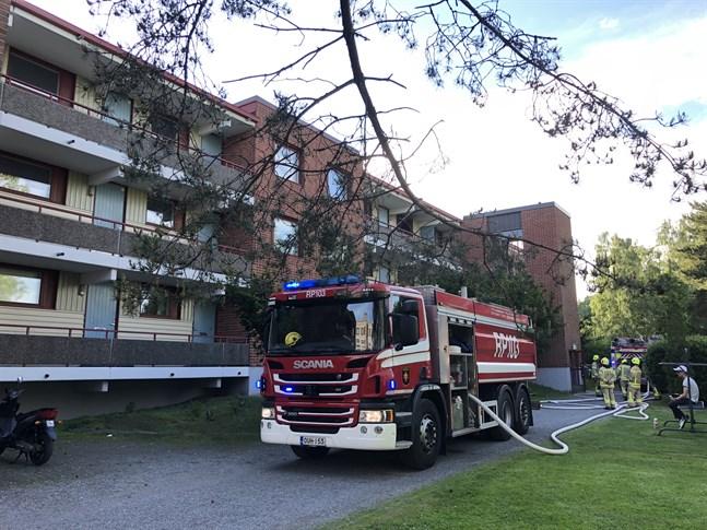 Brandbilar från Österbottens räddningsverk ryckte ut.
