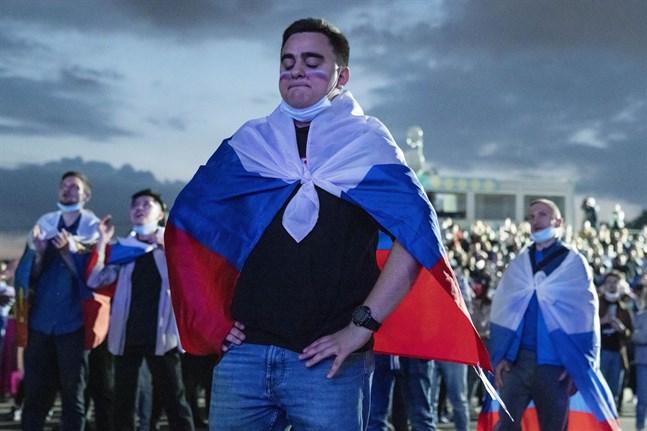 Ryska fotbollssupportrar i Moskva.