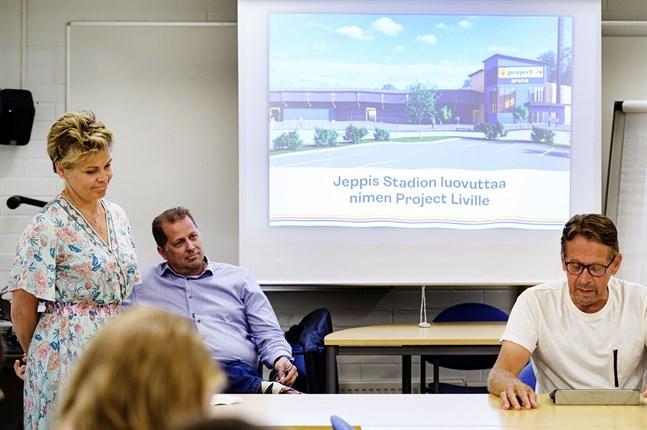 Nina Brännkärr-Friberg, Kenneth Mörk,  Björn Anderssén offentliggjorde namnet för fotbollsstadion i Jakobstad under en presskonferens.