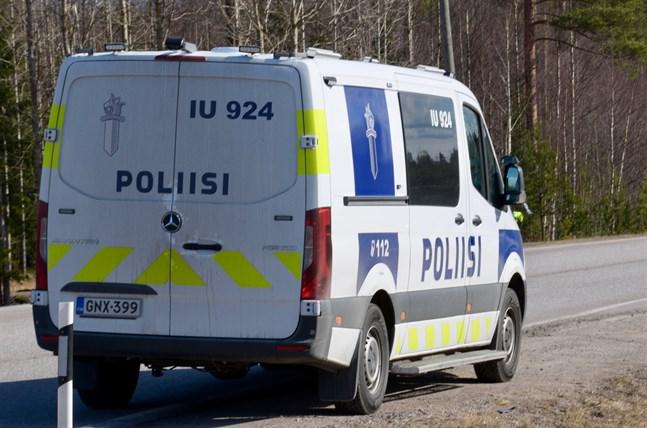 En man körde på en 16-åring på lördagen i Ikalis.