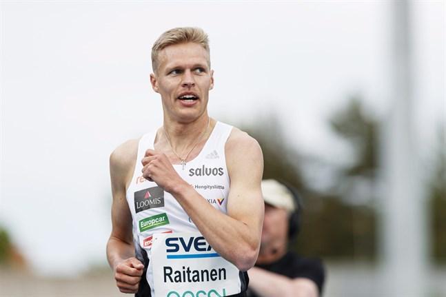 Topi Raitanen snubblade omkull i hinderloppet i lag-EM, men rullade smidigt runt och var snabbt på fötterna igen. På slutvarvet fanns det sedan ingen bland medtävlarna som kunde rubba finländaren.