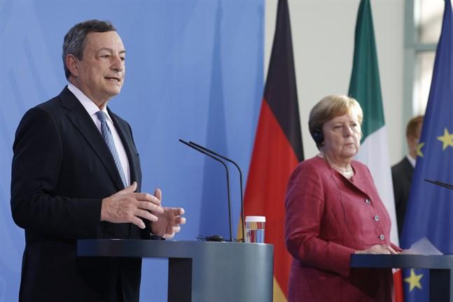 Italiens premiärminister Mario Draghi och Tysklands förbundskansler Angela Merkel.