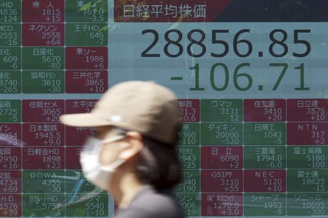 Tokyobörsen backar i måndagshandeln. Arkivbild.