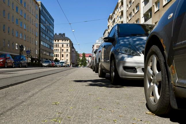 Att parkera mot färdriktningen leder till böter på Åland.