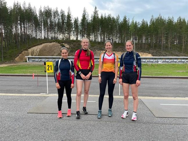 De fyra FSS-flickorna som blivit uttagna till juniorlandslagsgruppen: Rebecca Sandnäs, Saimi Lupala, Frida Achren och Teodora Westerlund.