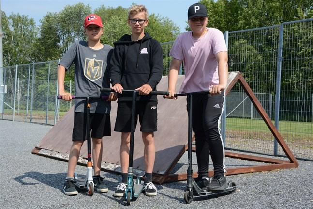 Joonatan Öström, Sakari Ahonen och Aukusti Pihlajaniemi tycker att förslaget om en skejtpark till Kristinestad borde förverkligas.
