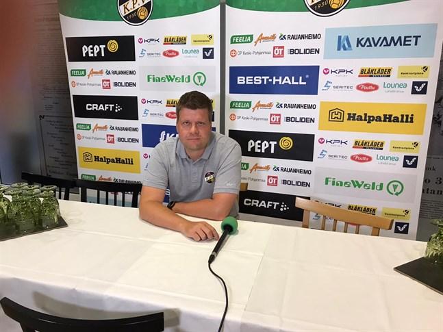 Det blev ett akut behov av ytterback säger tränaren Niko Kalliokoski.
