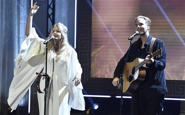 Smith & Tell uppträder i Vasa i september.