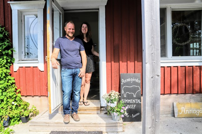 Ronny och Maria Nyman har drivit sin gårdsbutik i fem år. I planerna finns att utvidga den med ett gårdskafé.