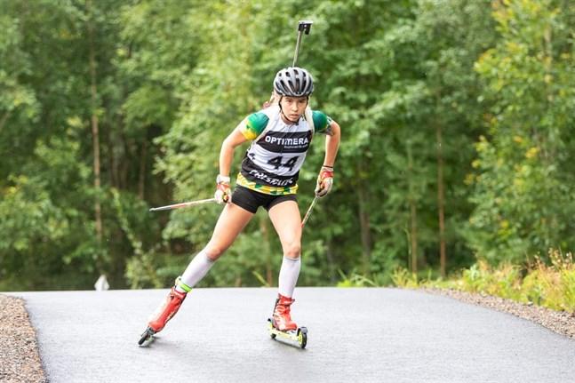 Rebecca Sandnäs är framgångsrik på båda sidorna av Bottenviken. I söndags rullade hon hem guldet i FM i 19-årsklassen. Bilden från SM, det vill säga svenska mästerskapen.