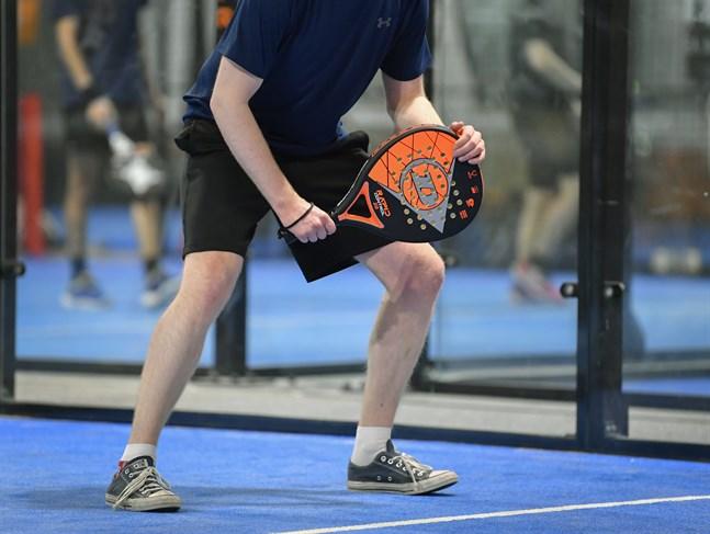 En padelboll väger omkring 50 gram och storleken motsvarar ögonhålans öppning. Bollhastigheten kan vid en smash bli uppemot 130 km/h. Arkivbild.