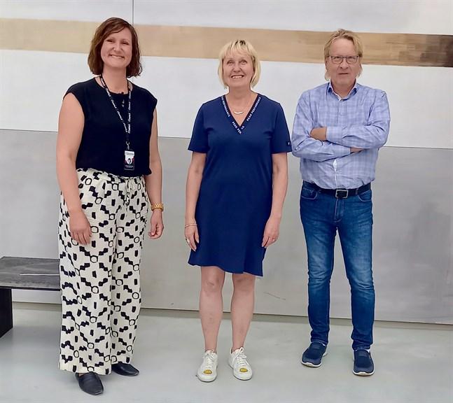De planerar för vetenskapsseminarium i Jakobstad. Daniela Mårtensson, Pia Nyman och Kaj Palenius  ingår i planeringsgruppen.