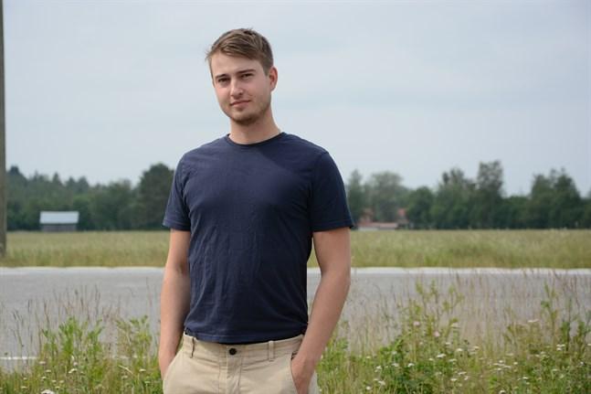 Max Ivars studerar till tandläkare. Till hösten kommer han att flytta till Riga med anledning av studierna.