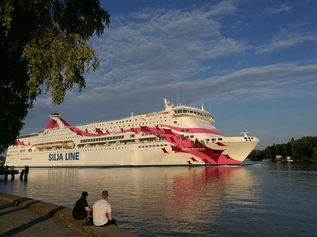 Sammanlagt sju personer som reste med Baltic Princess förra helgen har bekräftats coronasmittade.