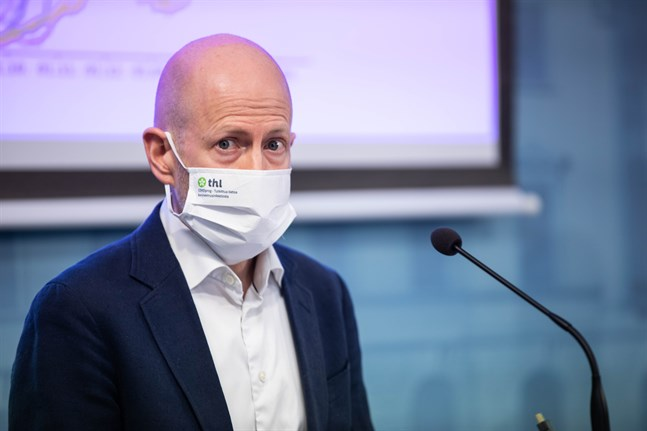 Överläkare Otto Helve på Institutet för hälsa och välfärd säger att coronaläget i Ryssland försämrats under de senaste veckorna och att incidensen är hög i Finlands närområde.