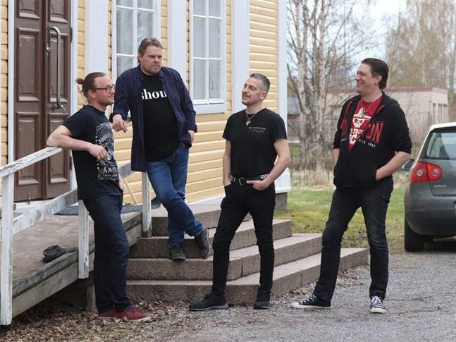 Sam's Garage är (från vänster) John Peltoniemi, Samuel Jåfs, Patrik Backman och Jan Holm.