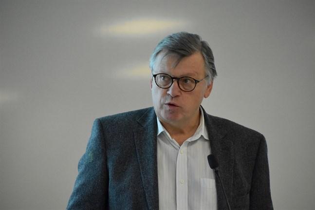 Professor Ilkka Julkunen vid Åbo universitet är imponerad av hur potent det undersökta coronavaccinet är.