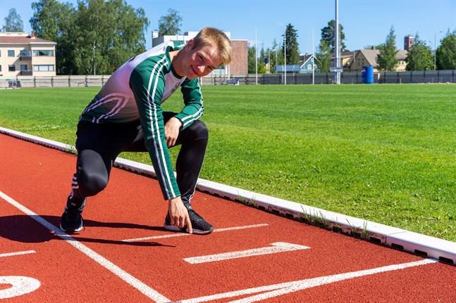 Snabbast i stan och etta på 100 meter genom tiderna i IF Drott. Alexander Björkgren sprintade raksträckan på 10,60 i Kuortane i lördags.