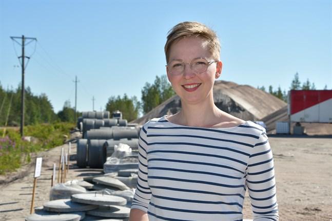 Det blev ingen öppningsceremoni, men nu är fabriksbutiken öppen, meddelar Anna Häggqvist på Ja-Ko Betoni i Bäckliden.