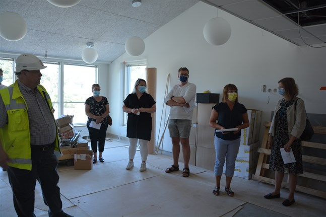 Det finns flera större samlingsrum i Svea och Ivar. Edd Grahn, Britta Stenberg, Marjo Österdahl, Mats-Johan Kaars, Doris Sundström och Mikaela Björklund kan konstatera att gammalt möter nytt i enheten.