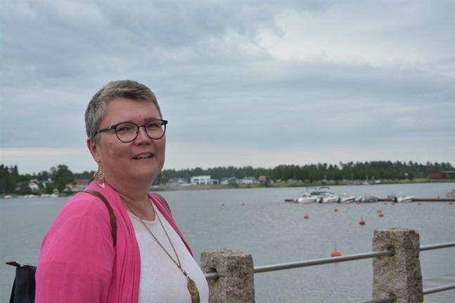 Agneta Wedenberg har jobbat med personalfrågor större delen av sitt yrkesverksamma liv. Nu byts jobbet som Borgå stads personalspecialist mot personalchef i Kristinestad.