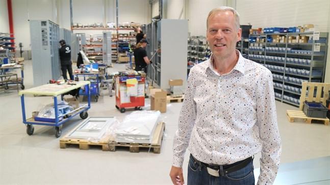 Satsningar på vindkraft skapar mer jobb, säger Seppo Tupeli som är vd på Alfen Elkamo.