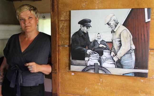 """Camilla Forsén-Ström och målningen """"Mjölk"""". Forsén-Ström är för många bekant som konst- och hobbyexpert i tv-programmet Strömsö."""
