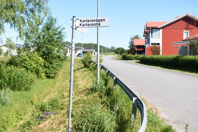 Bostadsbolaget Närpes Ängsgården befarar att trafiken längs Biblioteksvägen och Karlsrovägen ska öka oroväckande mycket då ett daghem byggs i området.