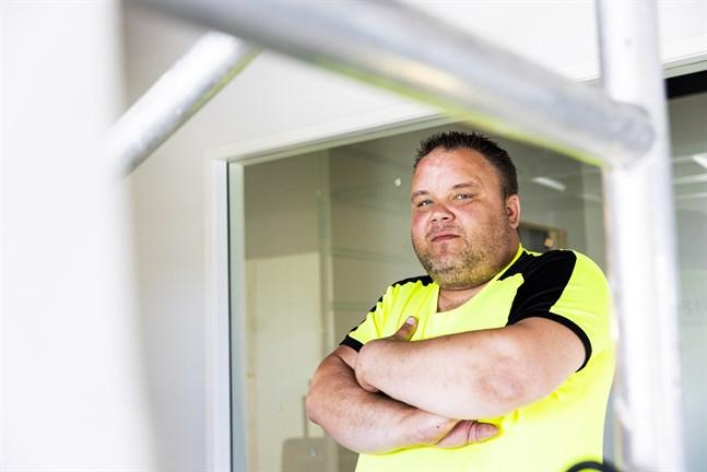 Sami Salonsaari råkade ut för en obehaglig upplevelse med en geting för fem år sedan. Det påverkade både honom och företaget en lång tid.