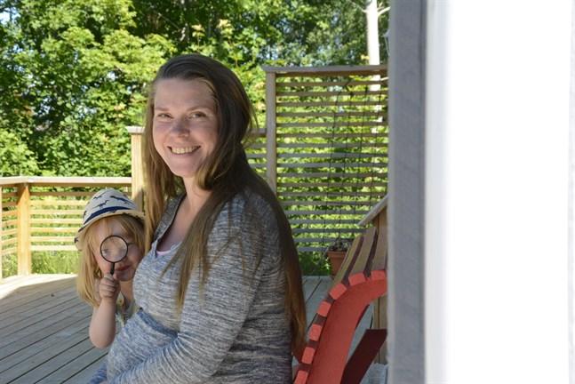 Miriam Bondén är nybörjare i politiken och beredd axla det tyngsta förtroendeuppdraget. Här med dottern Nike, 3 år.