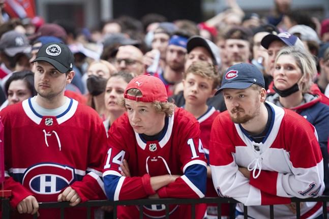 Montreal-fans deppar utanför hemmaarenan Bell Centre.
