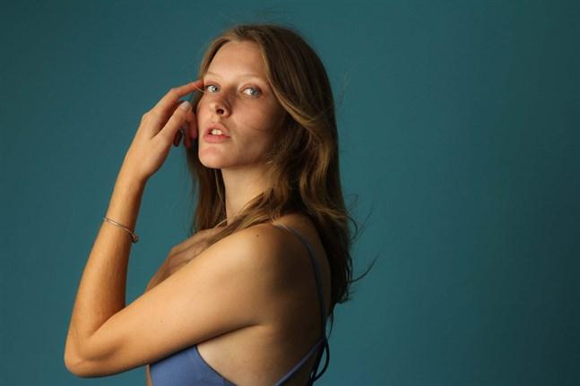 Sofia Öster ställer upp i UK Top Model 2021. Det blir en lite annorlunda tävling på grund av coronarestriktionerna, säger hon.