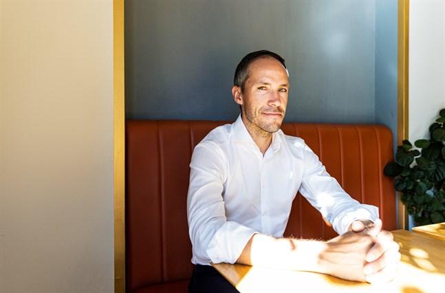 Christoffer Häggblom vill ge unga entreprenörer uppmuntran och uppmärksamhet. Det är ofta ensamt och sällan lätt att starta och driva bolag, säger han.