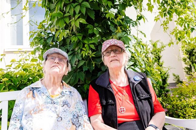 Tvillingsystrarna Eyvor och Gunvor Sandells livsfilosofi är att leva enkelt och inte göra det svårt för sig.