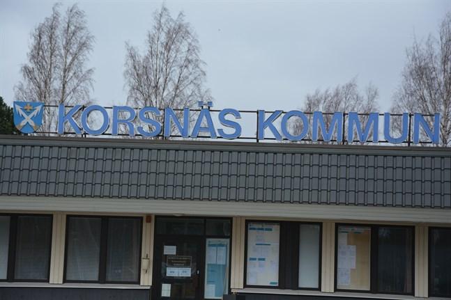 Eftersom språkkraven inte uppfylls fortsätter den tidsbundna anställningen år efter år för en av Korsnäs kommuns kanslister.