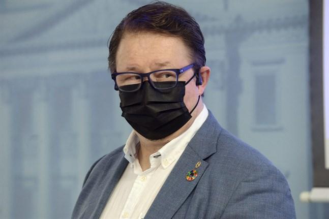 Enligt hälsosäkerhetschef Mika Salminen på Institutet för hälsa och välfärd sprids smittor lätt i barmiljöer.