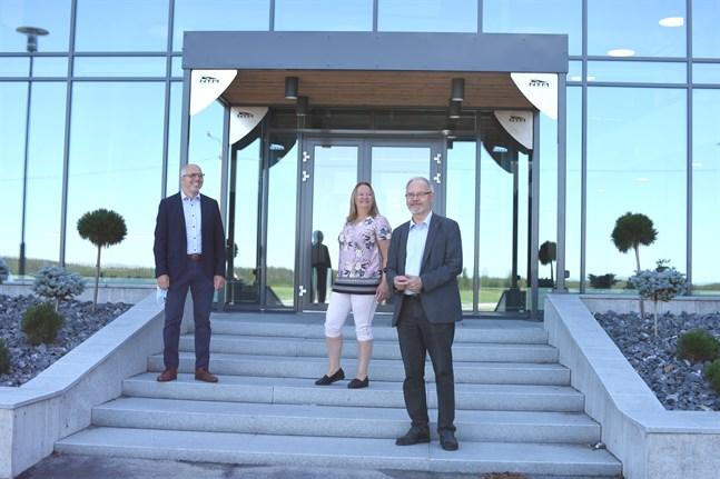 Niclas Pada, Disa Nordin och Kurt-Erik Nordin hoppas på att småningom kunna bjuda in gäster i de nya lokalerna.