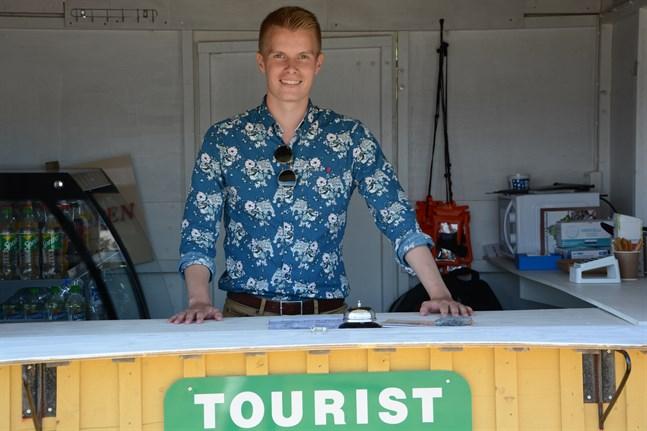 Olli Rajalehto sommarjobbar på näringslivscentralen och turismen andra året.