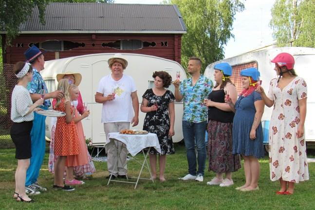 Dags att inleda midsommarfesten på Heimsjö strandcamping.